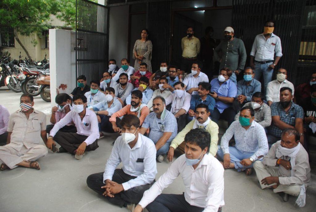 बलिया में पत्रकार की हत्या के विरोध में गाजियाबाद में उबाल
